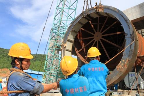 Lao động Trung Quốc làm việc tại Nhà máy ximăng Công Thanh, xã Tân Trường, huyện Tĩnh Gia, tỉnh Thanh Hóa - Ảnh: Hà Đồng