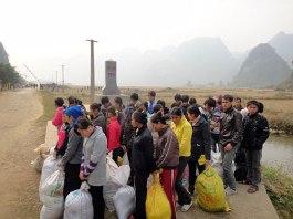 Lao động không chính thức sang Trung Quốc được trả về VN - Ảnh: Thái Hà