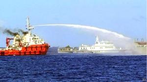 Việt Nam nói Trung Quốc tiếp tục điều nhiều tàu và phi cơ ra khu vực giàn khoan.