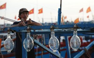 Một ngư dân Lý Sơn chuẩn bị ra khơi. Photo: AFP