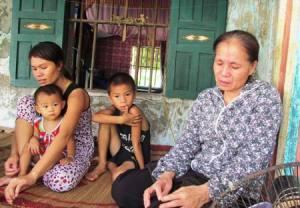 Không có tên tuổi, hình ảnh của 7 ngư dân bị bắt, hình ảnh duy nhất báo chí sử dụng là ảnh mẹ và vợ thuyền trưởng Nguyễn Văn Thành