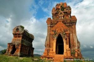 Quy Nhon, Cham Thap Banh It (Silver Tower) 4/24/08