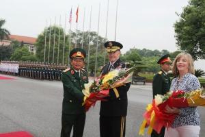Hình tướng Đỗ Bá Tỵ tiếp tướng Martin Dempsey ở Đà Nẵng.