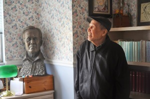 Nhà văn Võ Phiến tại nhà riêng. Hình: Huỳnh Ngọc Dân