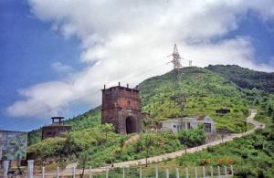 Đỉnh đèo Hải Vân. Khu vực trên đỉnh đèo Hải Vân có vị trí quan trọng, nhưng tỉnh Thừa Thiên – Huế vẫn đơn phương cấp phép cho dự án du lịch của Trung Quốc