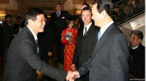 Ông Nguyễn Công Khế (trái) từng làm Tổng biên tập tờ Thanh Niên