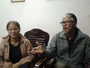 Ông Nguyễn Trường Chinh và bà Nguyễn Thị Bích, bố mẹ của tử tù Nguyễn Văn Chưởng. Courtesy photo.