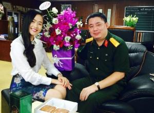 Đại tá Phùng Quang Hải (phải). Nguồn ảnh: Blog CDQL