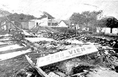 Bệnh viện huyện Trùng Khánh, Cao Bằng bị quân Trung Quốc tàn phá tháng 2.1979. Ảnh tư liệu