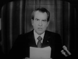Tổng thống Richard Nixon nói chuyện với quốc dân trên truyền hình
