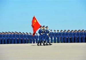 Hình chụp binh sĩ trong ngày Biểu diễn Không quân đầu tiên tại thành phố Trường Xuân, phía đông bắc tỉnh Cát Lâm của Trung Quốc, ngày 1-9-2011 / AP