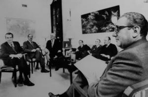 Tổng thống Richard Nixon với các cố vấn ngoại giao