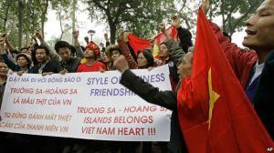 Biểu tình trước cửa đại sứ quán Trung Quốc tại Hà Nội (Ảnh tư liệu).