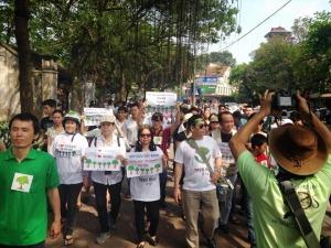 Đoàn tuần hành trên đường phố Hà Nội sáng 29-3-2015