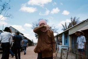 Một bà mẹ già trong ngày 30/4/1975. Hiroji Kubota/Magnum Photos