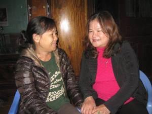 Ảnh: Chị Nga, vợ nhà văn Nguyễn Xuân Nghĩa và chị Dương Thị Tân