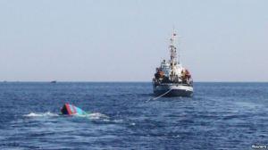 Ngư dân địa phương cho biết chiếc 'tàu lạ' có 'kiểu dáng tương tự như chiếc tàu Trung Quốc từng đâm chìm chiếc tàu cá của ngư phủ Đà Nẵng hồi tháng Năm năm 2014'.