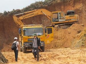 """Khai khoáng trái phép dưới """"lá bài"""" cải tạo đất tại huyện Hòa Vang, Đà Nẵng."""