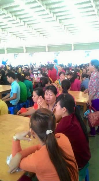 Công nhân Công ty Pou Li Tây Ninh ngồi không chịu làm việc