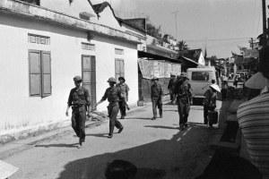 Bộ đội Bắc Việt tuần tra các đường phố Đà Nẵng hôm 21/4/1975