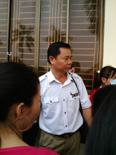 Ông Võ Văn Nê – Cán bộ thanh tra nhà nước tại Shin Sung Vina (LA) sáng 10/4/2015