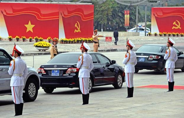 Đoàn xe riêng đưa đón các lãnh đạo đảng cộng sản VN đi hội họp