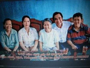 Ông Nguyễn Huy Thắng (thứ hai từ phải sang). Nguồn: Báo QĐND