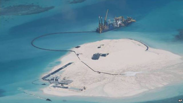 Trung Quốc vẫn tiếp tục tiến hành các hoạt động lấn biển, xây các đảo nhân tạo ở biển Đông, gây quan ngại cho nhiều nước.
