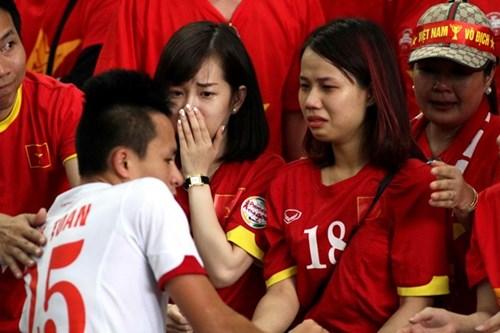 Các cầu thủ nhận được sự cảm thông từ người hâm mộ - Ảnh: Độc Lập