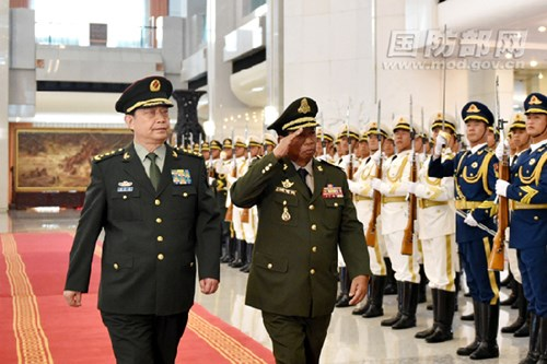Ông Thường Vạn Toàn, Bộ trưởng Quốc phòng Trung Quốc tiếp ông Tea Banh. Ảnh: MOV.