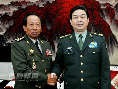 Bộ trưởng Quốc phòng Campuchia Tea Banh và người đồng nhiệm Trung Quốc Thường Vạn Toàn. Ảnh: Bộ Quốc phòng Trung Quốc