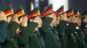 Đại tướng Phùng Quang Thanh (ở giữa) và các tướng lĩnh khác của Quân đội Việt Nam