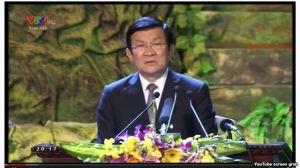 """Ở phút thứ 4'16"""" đến 4'30"""" khúc nhạc được vang lên khi Chủ tịch nước Trương Tấn Sang bước lên bục phát biểu trong chương trình 'Khát vọng đoàn tụ' tối 27/7 tại Hà Nội"""