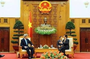 Ngoại trưởng John Kerry trong lần gặp TT Nguyễn Tấn Dũng ngày 16-12-2013. Nguồn ảnh: Bộ Ngoại giao Mỹ