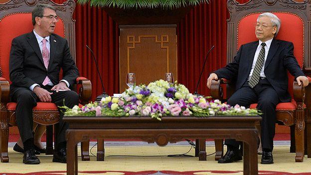 Tổng bí thư Nguyễn Phú Trọng tiếp Bộ trưởng Quốc phòng Ashton Carter tại Hà Nội 1/6/2015