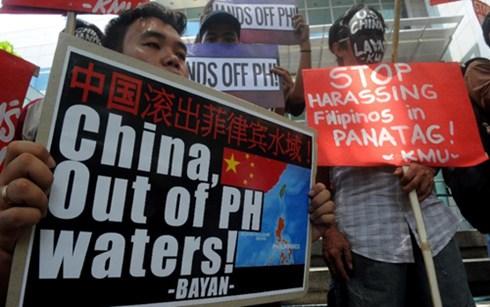 Người Philippines biểu tình chống Trung Quốc quấy rối Philippines trên biển (ảnh: AFP)