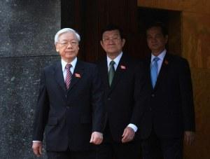 Từ trái qua: Tổng Bí thư Nguyễn Phú Trọng, Chủ tịch nước Trương Tấn Sang, Thủ tướng Nguyễn Tấn Dũng rời khỏi lăng cố chủ tịch Hồ Chí Minh hôm 20/10/2014.