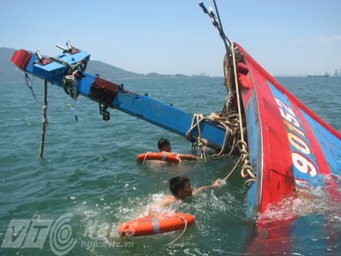 Tau cá ĐNa 90152 của ngư dân Đà Nẵng bị tàu Trung Quốc đâm chìm vào năm 2014
