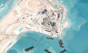 Tàu Trung Quốc hồi tháng 4 hoạt động tại bãi Chữ Thập thuộc quần đảo Trường Sa của Việt Nam. Ảnh: CSIS