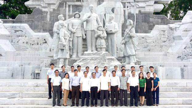 Tượng đài Hồ Chí Minh ở Tuyên Quang