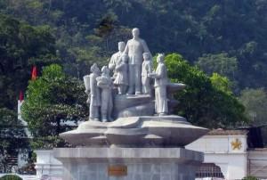 Tượng đài Bác Hồ với nhân dân tỉnh Hà Giang được xây dựng ở Hà Giang