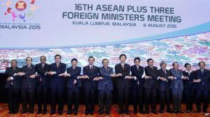 Ngoại trưởng các nước ASEAN chụp ảnh lưu niệm ở Kuala Lumpur, Malaysia, ngày 6/8/2015.