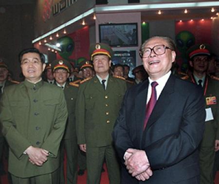 Quách Bá Hùng (giữa) được tin là thân tín của cựu Chủ tịch Trung Quốc Giang Trạch Dân (phải) (Ảnh: SCMP)