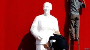 Tượng Hồ Chí Minh được chuẩn bị cho một buổi lễ kỷ niệm ở thành phố Buôn Ma Thuột. (Ảnh tư liệu).