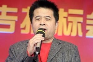 Một bức ảnh không rõ ngày tháng về người dẫn chương trình Tất Phúc Kiến của đài CCTV (ảnh chụp màn hình/Global Times)