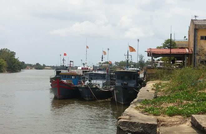 Tàu của Bộ đội biên phòng Quảng Trị nằm yên tại cảng nhưng lập hồ khống tuần tra biển để rút ruột nhà nước hàng tỉ đồng