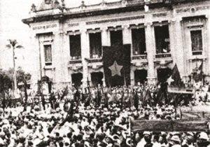 Tổng khởi nghĩa giành chính quyền tại Hà Nội (8-1945). Ảnh tư liệu.