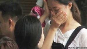 Một học sinh Việt Nam bật khóc sau khi biết điểm trúng tuyển dự kiến của trường trong đợt xét tuyển vào đại học