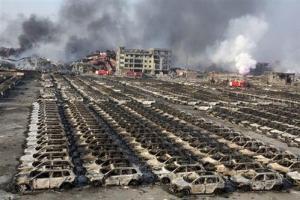 Xe hơn bị thiêu rụi sau vụ nổ Thiên Tân. Nguồn: Báo Kinh doanh & Pháp luật