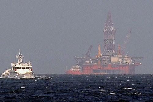 Giàn khoan Hải Dương-981 hạ đặt trái phép trên vùng biển Việt Nam hồi tháng 5.2014 - Ảnh: Reuters